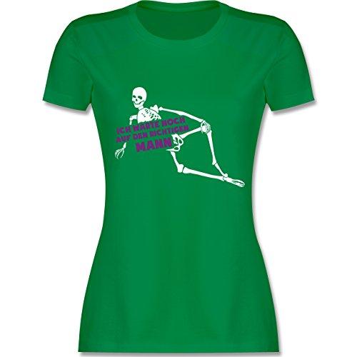 Shirtracer Typisch Frauen - Ich warte Noch auf Den Richtigen Mann Skelett - Damen T-Shirt Rundhals Grün