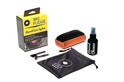 Big Fudge Kit de Limpieza de Discos Vinilos | Accesorios y Productos Profesionales para Vinilo | Spray Limpiador 50 ml, Cepillo de Fibra para Quitar Pelusas y Polvo, Cepillo de Aguja, Bolsa de Tela