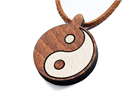 VINMUT Yin & Yang Anhänger an einer Nubuklederkette m. Steckverschluss