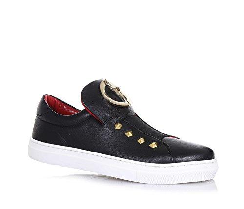 cesare-paciotti-chaussure-noire-en-cuir-fabriquee-en-italie-avec-logo-en-metal-dore-applique-sur-la-
