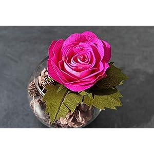 Rose aus Krepppapier in Glasvase