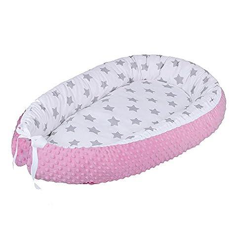 LULANDO multifunktionales Babynest Kuschelnest Babynestchen MINKY (80 x 45 cm). Weiches und sicheres Baby-Reisebett Babybett Nestchen für Neugeborene. Farbe: Grey Stars / Pink