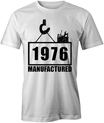 Manufactured 1976 - Rundhals-T-Shirt Männer-Herren - hochwertig bedruckt mit lustigem Spruch - Die perfekte Geschenk-Idee (02) weiss