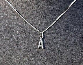 Initiale Halskette A-Z, Name Halskette Monogramm Halskette Lariat Halskette in Weiß Gold, Brautjungfer Geschenk Idee, Urlaub Geschenk personalisierte Halskette