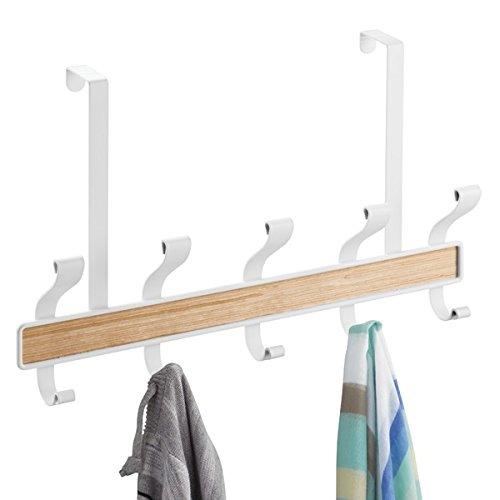 mDesign Hakenleiste – 5 doppelte Garderobenhaken für die Tür in Flur und Bad – Garderobenhaken für Mäntel, Jacken, Bademäntel, Handtücher – Flurgarderobe in Weiß/Holz