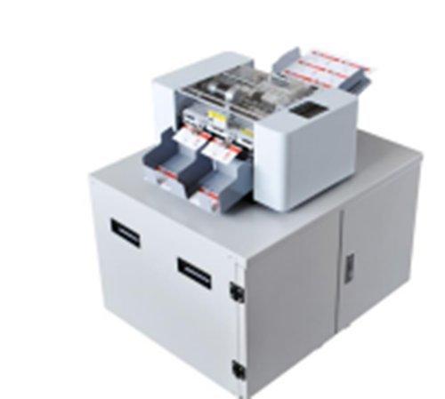 Funcionamiento automático y estable, ancho de tarjeta de corte 90 mm. La longitud se puede ajustar según sea necesario. Grosor de corte de hasta 400 g. No necesites demasiada operación artificial, la cantidad de corte es de más de 500 cajas un día. P...