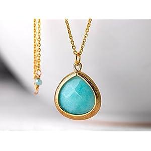 Schlichte lange Kette in gold und türkis: Elegante vergoldete Glieder-Kette mit einem türkis-farbenen Jade-Anhänger