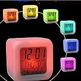 Alaso Réveil en Ligne,Reveil Matin,Réveil de Voyage, 7 Couleurs Lumière de Nuit Réveils numériques Cube LCD LED de Nuit Brillante Horloge de Chevet pour Les Enfants Chambre...