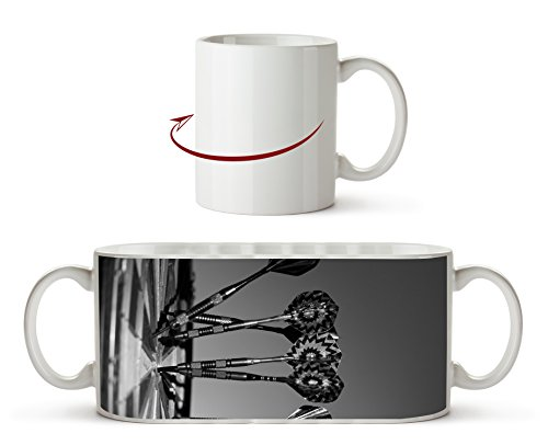 Darts auf einer Dartscheibe Effekt: Schwarz/Weiß als Motivetasse 300ml, aus Keramik weiß, wunderbar als Geschenkidee oder ihre neue Lieblingstasse. -