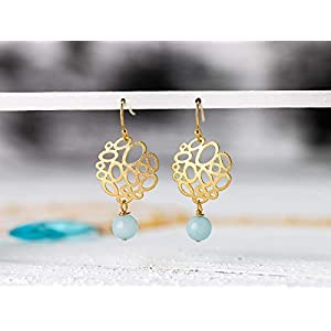 Zierliche leichte Ohrringe in türkis-gold, vergoldete moderne Ohr-Hänger mit türkis- bis hellblauer Amazonit-Perle, das perfekte Geschenk für Sie