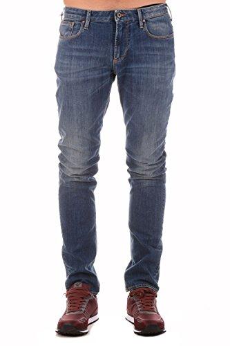 Jeans modello Slim Fit in denim blu medio vita bassa, gamba stretta, cinque tasche, chiusura con zip e bottone.Jeans Uomo ARMANI JEANS 6X6J06 6D04Z Pantalone Denim Slim Fit 5Tasche Moda
