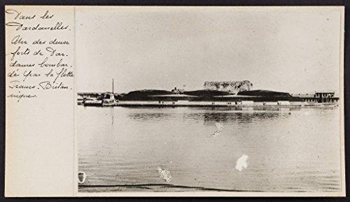 POSTER Dans Dardanelles. deux forts Dardannes bombardé par flotte franco-britannique.