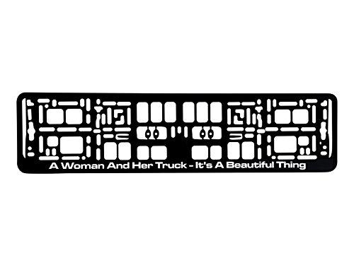 Preisvergleich Produktbild Kennzeichenhalter 520x110mm Design mit Spruch - A Women And Her Truck - It's A Beautiful Thing - schwarz Nummernschildhalter Kennzeichenrahmen Halter Fun 0119