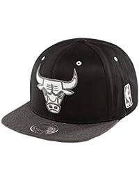 f3b97db1153a4 Mitchell   Ness Gorra Twotone Logo 110 Bulls  snapback cap plana