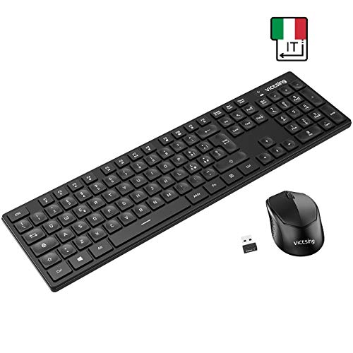 VicTsing Tastiera e Mouse Wireless PC, Tastiera Wireless PC Italiana, Leggermente Inclinata con 104 Tasti, Comodo Basic Kit Tastiera e Mouse per Windows 7/8 / 10/2000 / XP/Vista/Linux, PS4, Mac OS