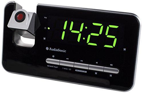 Radio despertador con display verde con regulador de intensidad y proyector para ver la hora en la pared o techo. Función doble alarma para programar dos horas distintas, incluyendo cancelación del fin de semana. - Radio FM con sintonía PLL y 10 pres...