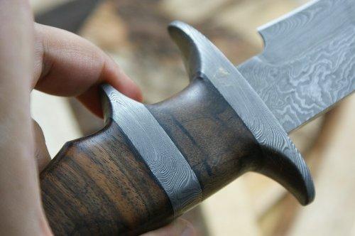 custom-damast-bowie-messer-jagdmesser-mit-lederscheide-6
