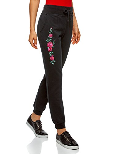 Lässige Hose aus Baumwolljersey mit mittlerer Leibhöhe hat einen elastischen Taillenbund mit Kordelzug. An den Seiten gibt es praktische Taschen und eine schöne Stickerei. Die Beinabschlüsse sind mit Rippbündchen versehen. Diese Hose ist aus praktisc...