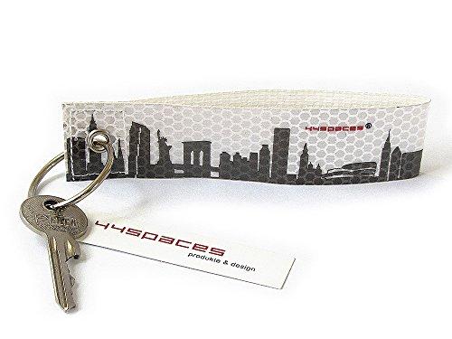 44spaces New York City KFR - Schlüsselanhänger Reflexanhänger aus Reflektierender Folie - Druck in Grau - Handmade