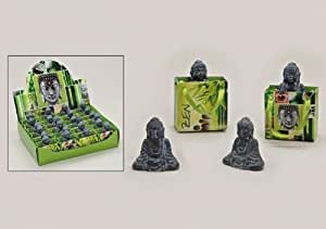 die kleine buddha figur in der geschenkt te asiatischer buddha in grau. Black Bedroom Furniture Sets. Home Design Ideas