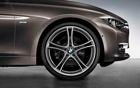 """Preisvergleich Produktbild Original BMW 3er F30 F31 Sommerkomplettradsatz Doppelspeiche 361 Bicolor 20"""" Pirelli m. RSC m. RDC (Aktion)"""