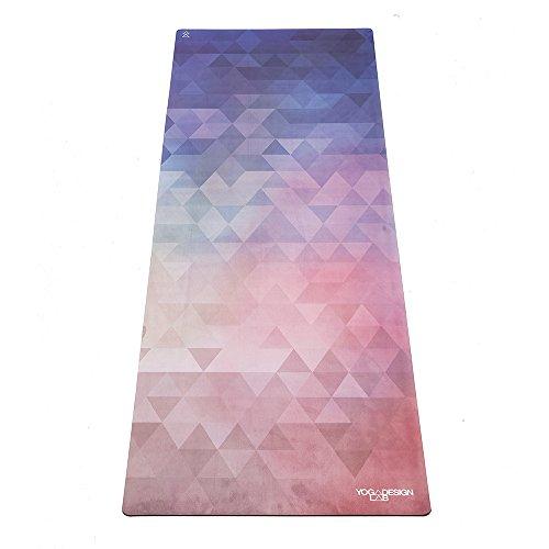 Tapis de yoga Combo – Version Portable 1,5 mm. Luxueux tapis-serviette antidérapant, pliable, conçu pour une meilleure adhérence malgré la transpiration ! Lavable en machine, écologique. Idéal pour le yoga chaud, le bikram, l'ashtanga et la méthode Pilates. (Tribeca Love)
