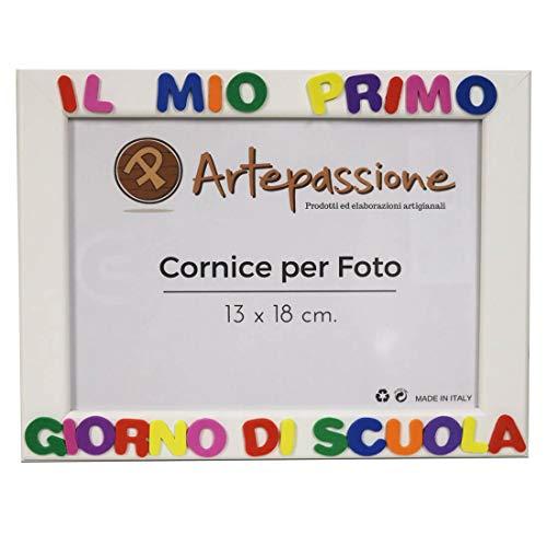 Cornici per foto in legno con la scritta Il Mio Primo Giorno Di Scuola, da appoggiare o appendere, misura 13x18 cm Bianca. Ideale per regalo e ricordo.