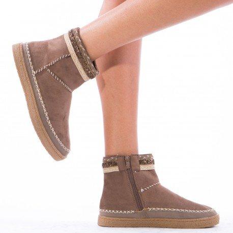 Ideal Shoes - Bottines style indien ornées de perles Bettina Taupe