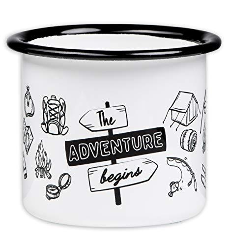 The Adventure Begins - Hochwertige Emaille Tasse mit Outdoor Design, leicht und bruchsicher, für Camping und Trekking - von MUGSY.de Camping-tasse