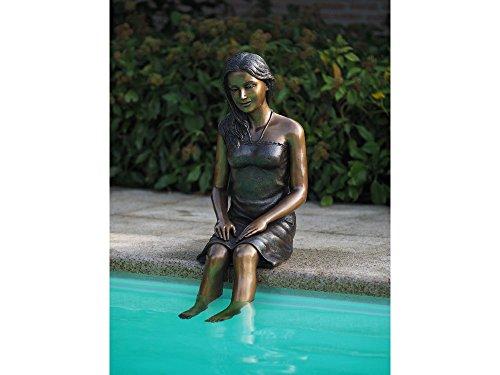 H. Packmor GmbH Sehr schöne Bronzefigur einer sitzenden jungen Frau aus Bronze gefertigt
