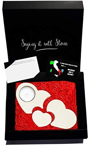Original idea de regalo - 3 Corazones Combinados - Regalo romántico - Portavela de piedra hecho a mano - 4 DIFERENTES DISEÑOS EN FORMA DE CORAZÓN DISPONIBLES EN AMAZON - Incluye elegante caja de regalo, tarjeta de mensaje y una vela - Producto artesanal que contiene marcos fósiles - Accesorios para el hogar para mujer regalo de cumpleaños para solteros casados solteros