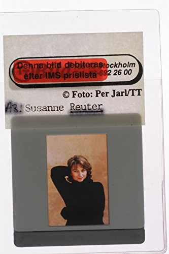 slides-photo-of-suzanne-reuter-posing-in-the-studio