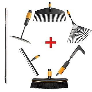 """Fiskars QuikFit Starterset mittel - Vorteilspaket mit Stiel 156 cm, Laubbesen, Straßenbesen, Hacke, Fächerbesen, Rechen, Fugenkratzer """""""" 7-teiliges Werkzeugset für die Gartenarbeit"""