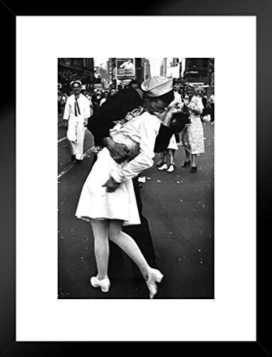 Poster Gießerei der Kuss VJ Day Times Square NYC New York City Sailor Frau Foto Kunstdruck 20x26 inches Matted Framed Poster