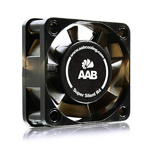 AAB Cooling Super Silent R4 - una Silenziosa e Molto Efficiente 40mm Ventola per Case PC | Raffreddamento PC | 12V Fan | 4cm | 3 Pin | per Stampante 3D | Con Adattatore a Basso Rumore