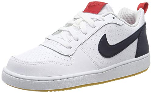 Nike Jungen Court Borough Low Basketballschuhe, Weiß (White/Obsidian/Univ Red/Gum Lt Brown 105), 37 1/2 EU