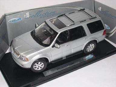 defektes-modell-lincoln-navigator-2005-silber-silver-suv-metallmodell-1-18-welly-modellauto-modell-a