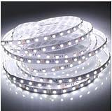 5 mètres Ruban Bande à LED Flexible Etanche DC 12V 5M 500cm 3528 SMD 600 Leds LED Strips,Extra-Lumineuse, Décoration intérieure et extérieure matériaux imperméable (blanc)