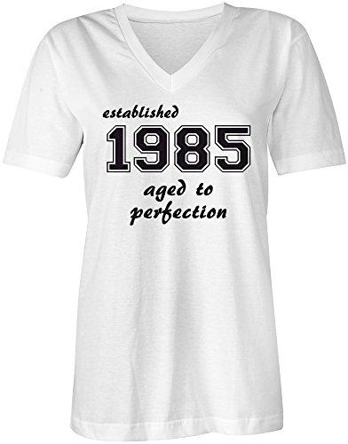 Established 1985 aged to perfection ★ V-Neck T-Shirt Frauen-Damen ★ hochwertig bedruckt mit lustigem Spruch ★ Die perfekte Geschenk-Idee (02) weiss