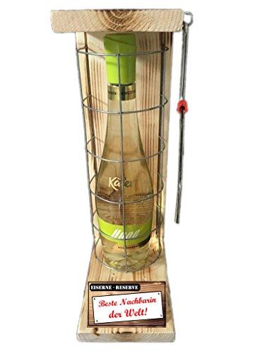 """""""Beste Nachbarin der Welt """" Die Eiserne Reserve mit einer Flasche Hugo Marke Käfer 0,75L incl. Bügelsäge zum aufschneiden des Metallgitters - Das ausgefallenes witziges originelles lustiges Geschenk Geschenkset Flaschenkorb für über 170 verschieden Anlässe - Die Top Geschenkidee mit dem WOW Effekt"""