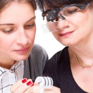 Lupenbrille mit Dual LED und 5 verschiedenen Objektiven, abnehmbarem Stirnband und Batterien