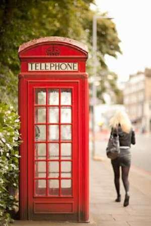 London Calling II Von Millet, Karyn Kunstdruck auf Leinwand - Klein (30 x 47 cms ) (Britische Telefonzelle Dekor)