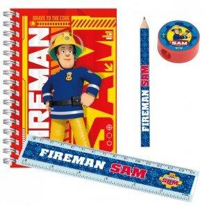 Este Kit escolar con licencia de Sam el Bombero incluye:-5 libretas-5 lápices-5 reglas de plástico-5 sacapuntasTodos estos artículos llevan el estampado de Sam el Bombero y serán perfectos para regalar en tu próxima fiesta de Cumpleaños.