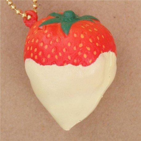 breloque-molle-fraise-rouge-avec-un-coulis-jaune-pale-bijou-de-tel-a-presser