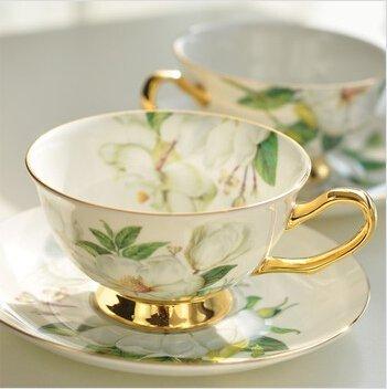 Geschenkbox feines Bone China Tasse & Untertasse Set mit Gold Trim und Fine Dining Tisch Décor Camellia (Bone China Trim Gold)
