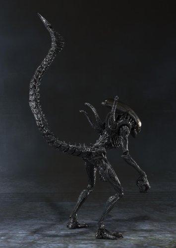 Bandai Tamashii Nations S.H. MonsterArts Alien Warrior Action Figure 2