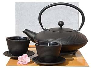 Gifts Of The Orient GOTO® - Servizio per il tè composto da teiera bassa rotonda da 1 litro e 2 tazze con piattino, in ghisa, stile giapponese Tetsubin, colore nero