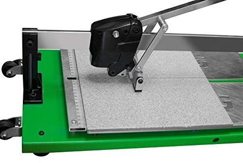 Fliesenschneider BTC 1250 mit einer Gesamtschnittlänge von 1250 mm und einem integrierten Rollbandmaß.