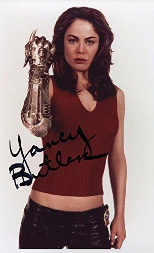 yancy-butler-signed-witchblade-det-sara-pez-pezzini-color-8x10-photo-coa-pj