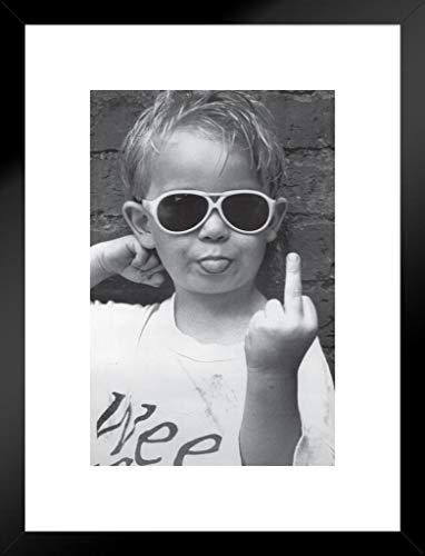 Pyramid America Hi Mum Mittelfinger Little Kid Sonnenbrille Geben die Finger Funny Humorvolle Foto mattierte gerahmtes Poster 50,8x 66cm